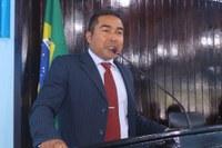 Charles Meireles solicita reforma na escola da foz do Rio Manicoré e denuncia mau atendimento de médicos do Hospital de Manicoré