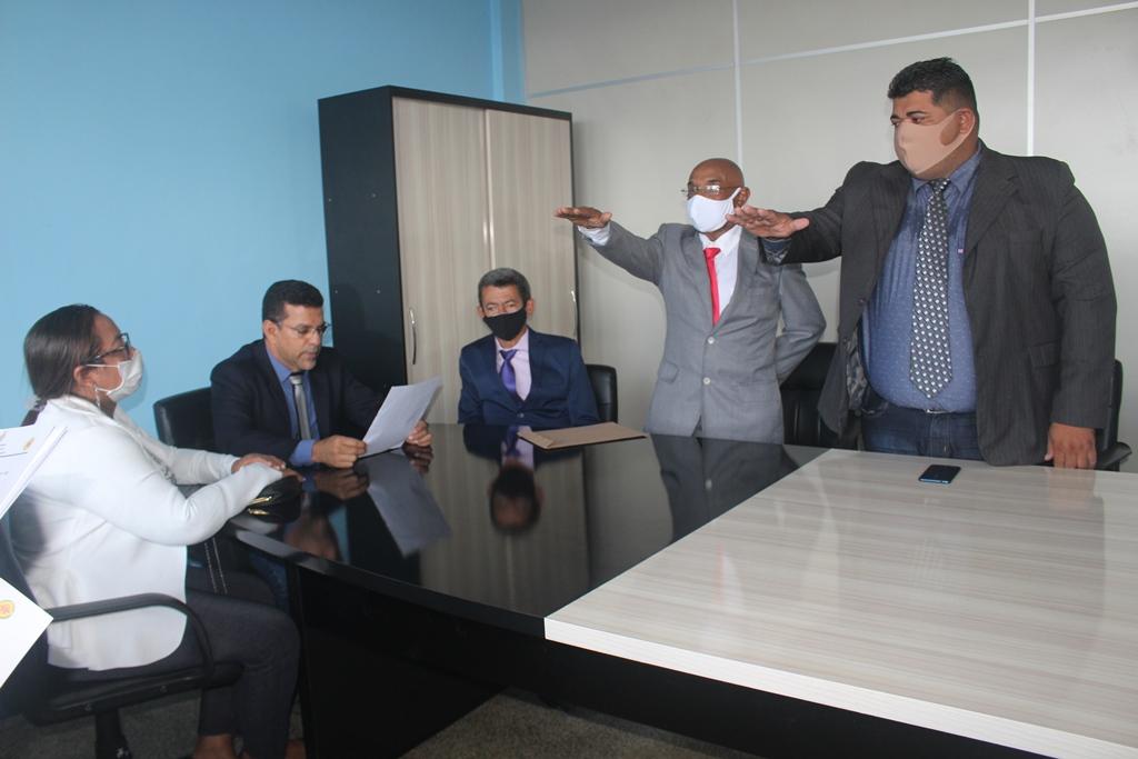Dois vereadores suplentes tomam posse em Manicoré