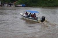 Paciente do Hospital de Manicoré é transportada na voadeira à Novo Aripuanã por falta de Médicos