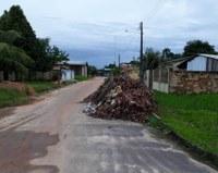 Socorro Torres pede retirada de entulho em rua do bairro Santo Antônio