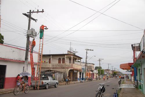 Luzinei quer melhorias na iluminação pública dos bairros de Manicoré e solicita escada no porto da Matriz